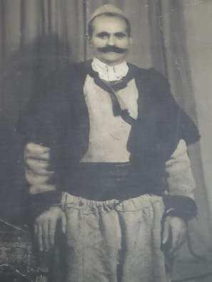 Burr zadrimor me xhurdi e veshje tradicionale