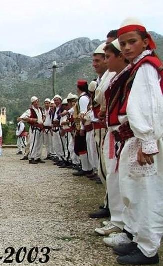 burra dhe gra me veshje tradicionale zadrimore - Copy