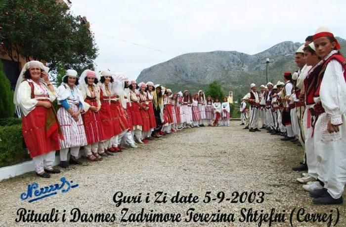 burra dhe gra me veshje tradicionale zadrimore