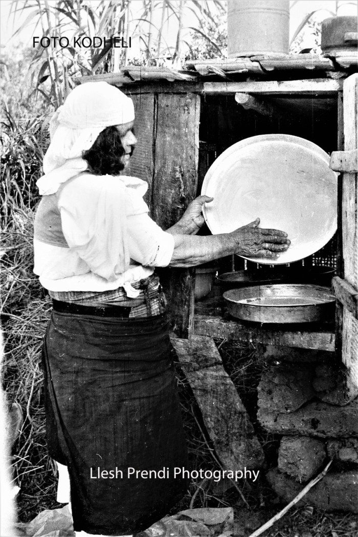 Duke mazitur qumshtin sipas traditës zadrimore