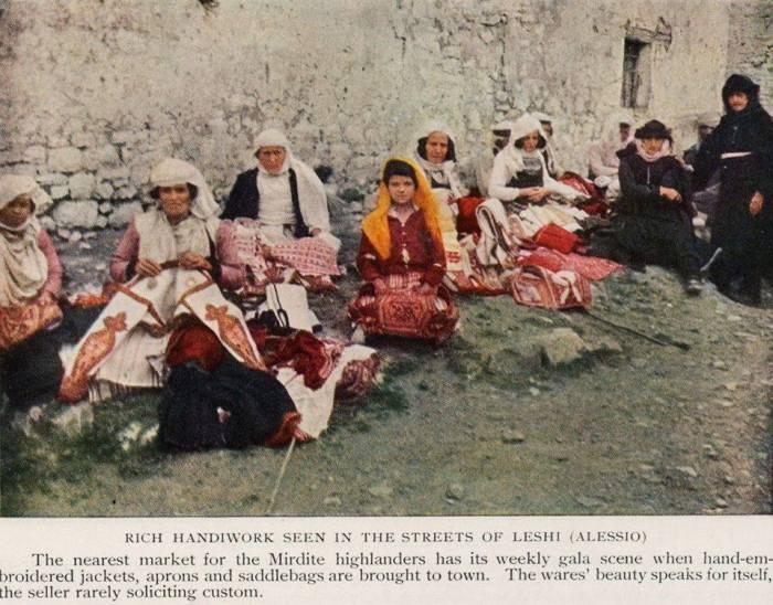 gra nga Lezha në pazar rrobash popullore