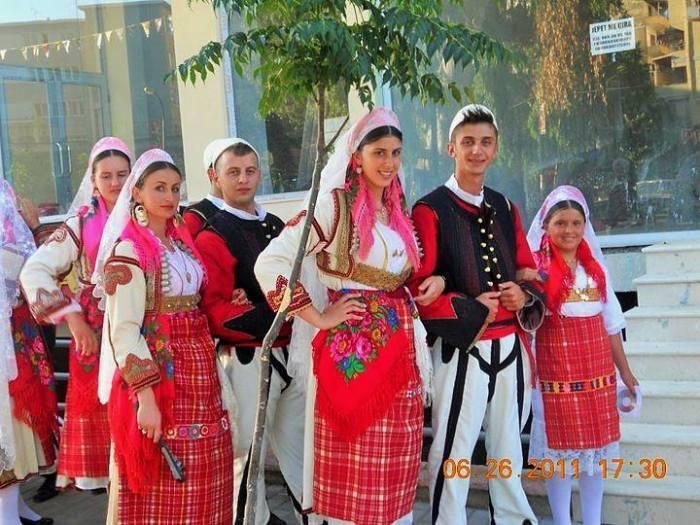 Grupi folklorik Buzuku nga Shestani Mali i Zi
