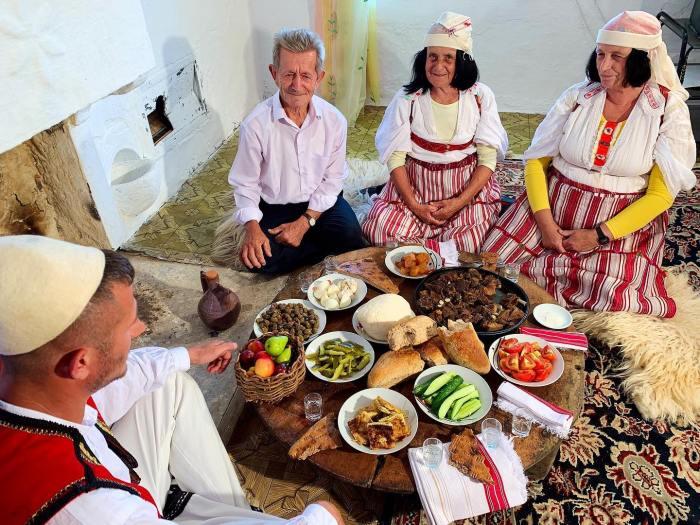 Mrizi i Zanave-sofra tradicionale