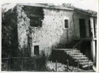 shkallë të jashtme të një shtëpie të vjetër