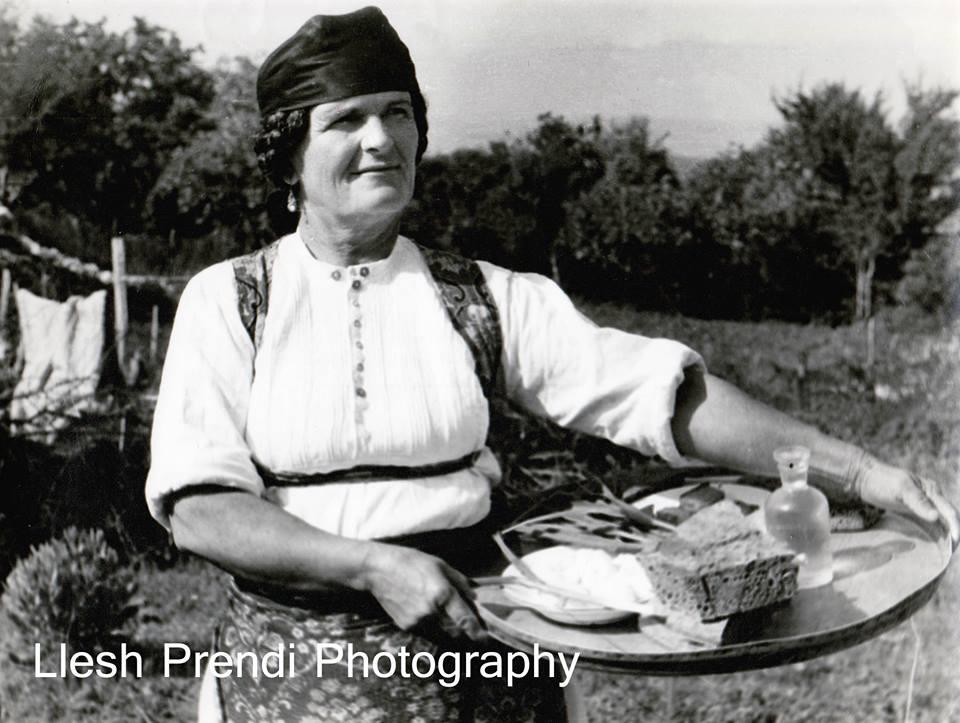 Duke u dërguar bukën traktoristave