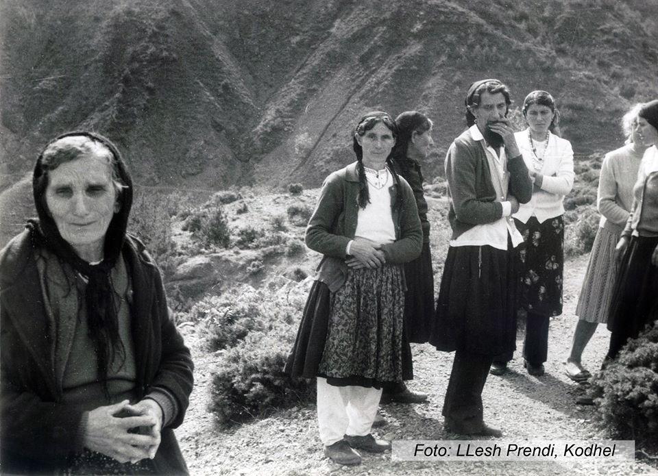 foto147 Nënat që përcjellin bijtë në emigrim