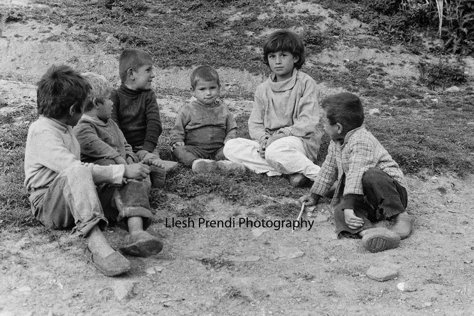 foto1(Fëmijë nga Kodheli në një kuvend)