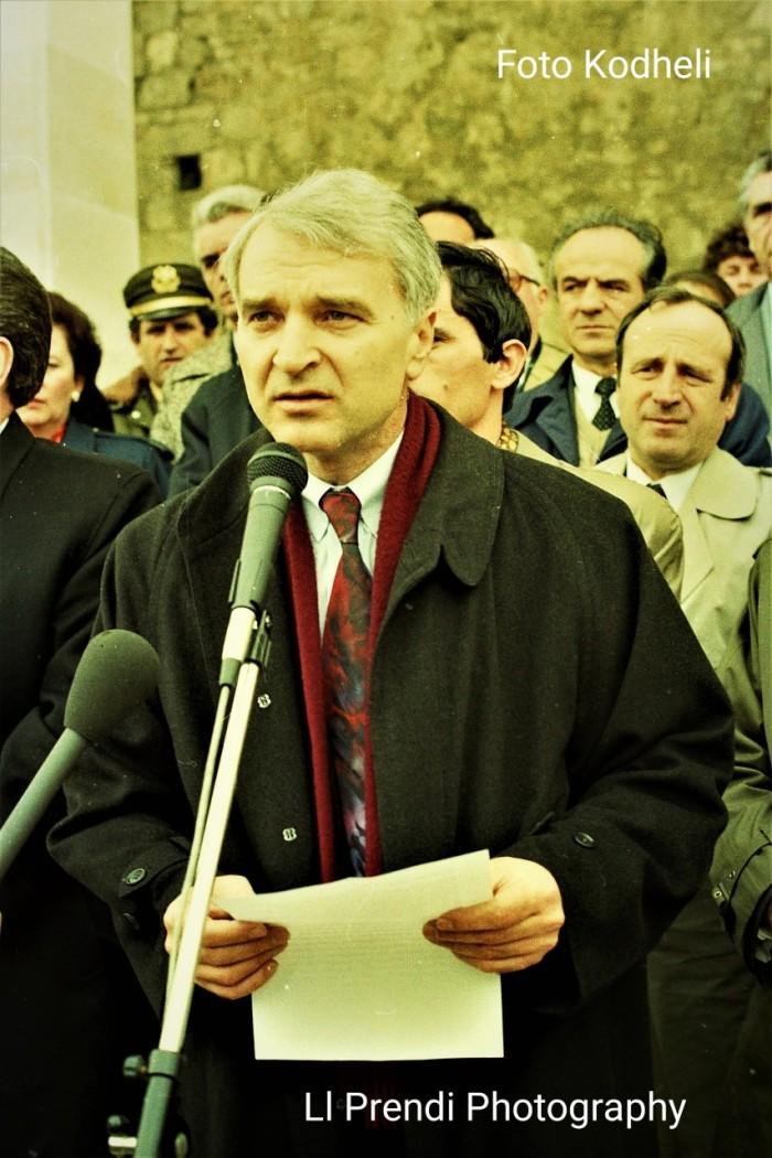 Ll. Prendi-Bujar Bukoshi Kr. i Kosovës